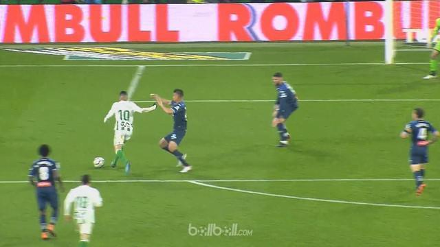 Real Betis menjaga harapan masuk Liga Europa musim depan berkat kemenangan telak 3-0 di kandang sendiri atas Espanyol, Sabtu (17/3...
