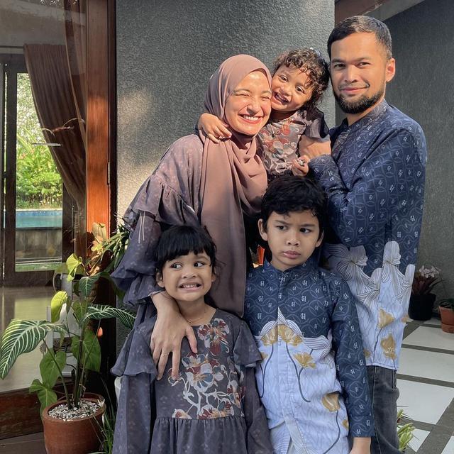 Keluarga Shireen Sungkar - Teuku Wisnu. (Instagram/ shireensungkar - https://www.instagram.com/p/COy5jW3MLHS/)