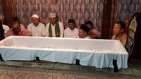 Libur Imlek, Gus Ipul ziarah ke makam Sunan Giri (Dian Kurniawan/Liputan6.com)