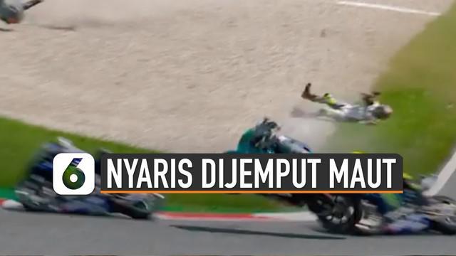 Valentino Rossi nyaris tersambar dua motor yang meluncur cepat di dekatnya.