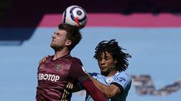 Leeds mendapat peluang apik pada menit ke-16. Namun, aksi Patrick Bamford belum mampu membobol gawang Ederson. (Foto: AFP/Pool/Tim Keeton)
