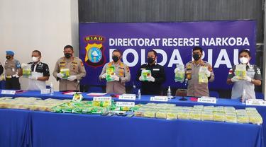 Konferensi pers pengungkapan 108 kilogram sabu oleh Direktorat Reserse Narkoba Polda Riau.