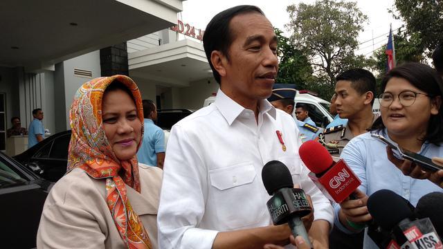 Presiden Jokowi dan Ibu Negara Iriana kembali menjenguk Kahiyang Ayu yang melahirkan bayi perempuan di rumah sakit