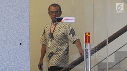 Sekretaris Kementerian Pemuda dan Olahraga (Sesmenpora) Gatot Sulistiantoro Dewa Broto usai menjalani pemeriksaan penyidik di Gedung KPK, Jakarta, Jumat (26/7/2019). Gatot diperiksa untuk penyelidikan kebijakan Menpora Imam Nahrawi dari 2014 hingga 2019. (merdeka.com/Dwi Narwoko)
