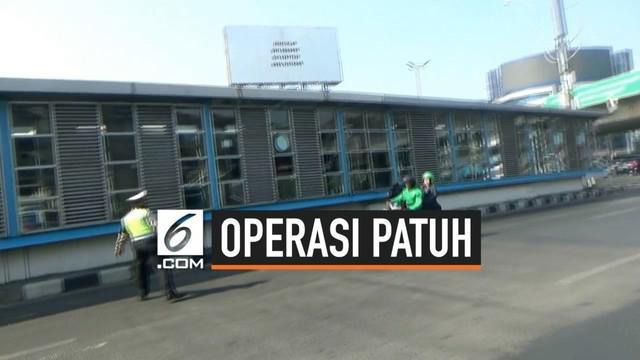Operasi Patuh Jaya di wilayah Senen Jakarta Pusat pilisi menyita 3 motor bodong tanpa surat-surat dan plat nomor kendaraan. Beberapa pengendara kabur saat dirazia polisi.