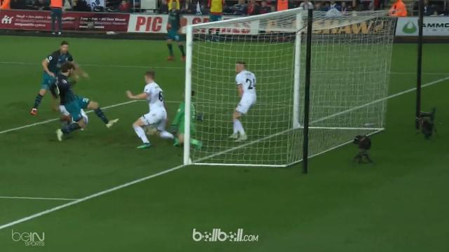 Sepakan deflect Manolo Gabbiadini memberi Southampton kemenangan krusial 1-0 atas rival zona degradasi Swansea di Liberty Stadium,...