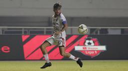 2. Stefano Lilipaly (Bali United) - Pemain naturalisasi kelahiran Belanda ini merupakan pemain yang bisa menjadi motor serangan Bali United. Lilipaly itu dikenal dengan tusukan-tusukan mematikan dan assist yang selama ini menjadi ciri khasnya. (Bola.com/Yoppy Renato)