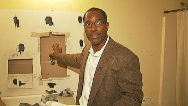Pemilik rumah menemukan 8 kantong sabu yang ditinggalkan mantan penyewa rumah. (Sumber ajc.com)