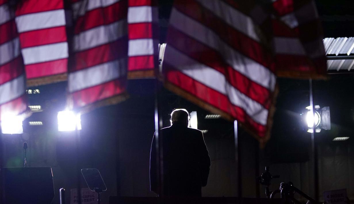 Presiden Donald Trump selesai berbicara dalam rapat umum kampanye di Mosinee, Wis., Kamis (17/9/2020). (AP Photo / Evan Vucci)