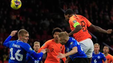 Gelandang Timnas Belanda, Georginio Wijnaldum mencetak gol ke gawang Estonia pada matchday terakhir Grup C  Kualifikasi Piala Eropa 2020 di Johan Cruijff Arena, Selasa (19/11/2019). Belanda mengandaskan Estonia dengan skor 5-0. (AP Photo/Peter Dejong)