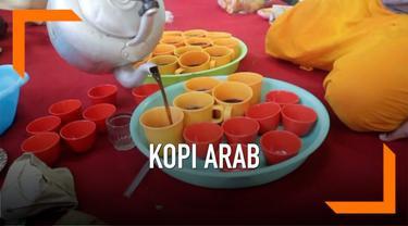 Masjid Layur Semarang menghidangkan kopi arab saat berbuka puasa bagi para pengunjung sepanjang bulan ramadan. Kopi arab ini merupakan ramuan berbagai rempah-rempah pilihan.