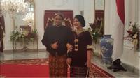 Putri Presiden Jokowi, Kahiyang Ayu dan pasangan memakai busana adat (Foto: Instagram @ayangkahiyang)