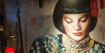 Mama San menjadi sebuah restoran ikonis di Bali yang memiliki pengunjung setia.
