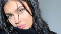 Dilansir dari HollywoodLife, Kylie Jenner sendiri diperkirakan akan melahirkan pada bulan Februari tahun depan. (instagram/kyliejenner)
