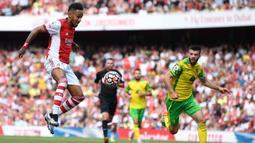 Pierre-Emerick Aubameyang menjadi penentu kemenangan Arsenal atas Norwich City. Dia mencetak gol pada menit ke-66 setelah memanfaatkan bola sodoran Nicolas Pepe.  (Foto: AFP/Daniel Leal-Olivas)