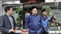 Wakil Ketua DPR RI Fahri Hamzah keluar gedung Mapolda Metro Jaya, Jakarta, Senin (19/3). Fahri menyatakan Sohibul Iman melakukan penyerangan di depan umum dengan menyebut dirinya pembohong dan pembangkang. (Merdeka.com/Iqbal S. Nugroho)