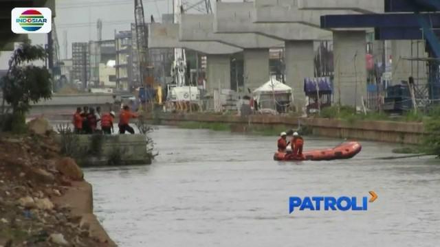 Tim SAR Gabungan masih melakukan pencarian terhadap Bian (13), bocah yang tenggelam di Sungai Kalimalang, sejak Sabtu (15/12) sore kemarin.
