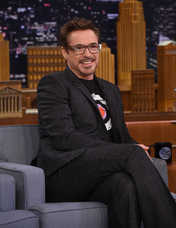 Sebagai teman dalam film yang sama, secara tak langsung Robert Downey Jr menyindir secara 'halus' Tom Hiddleston yang tidak memfollow akun Taylor. (AFP/Bintang.com)