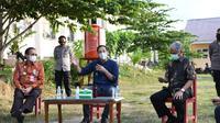 Menteri Pendidikan dan Kebudayaan, Nadiem Anwar Makarim, saat berkunjung ke SMKN 8 Palu. (dok Kemendikbud)