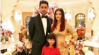 Aishwarya Rai bersama suami, Abishek Bachchan, dan putrinya, Aaradhya Bachchan. (dok.Instagram @aishwaryaraibachchan_arb/https://www.instagram.com/p/Bt2DR3GH2_R/Henry