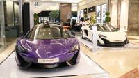 McLaren memanjang mobil-mobilnya di Pasific Place, jl Jenderal Sudirman, Jakarta. (Herdi Muhardi)