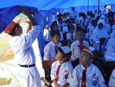 Hari Pertama Sekolah, Murid SD Cirimekar 02 Cibinong Belajar di Tenda Darurat