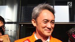 Mantan Presiden Komisaris Lippo Group, Eddy Sindoro usai menjalani pemeriksaan di Gedung KPK, Jakarta, Senin (22/10). Eddy diperiksa sebagai tersangka dugaan suap pengurusan perkara yang melibatkan perusahaan Lippo Group. (Liputan6.com/Herman Zakharia)
