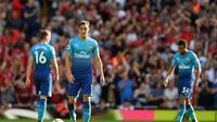 Mesut Ozil dalam laga Arsenal kontra Liverpool yang berakhir dengan kekalahan 0-4 untuk The Gunners. (Daily Mail)