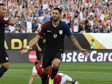 Clint Dempsey mencetak gol tunggal kemenangan AS atas Paraguay dalam laga Grup A Copa America Centenario 2016 di Stadion Lincoln Financial Field, Philadelphia, AS, Minggu (12/6/2016) WIB. (AFP/Don Emmert)