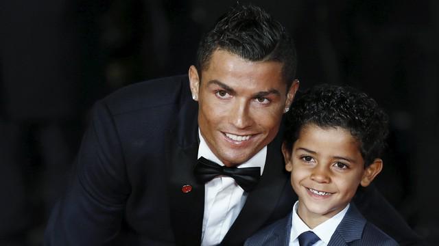 Berikut video Ronaldo Jr, anak dari bintang Real Madrid Cristiano Ronaldo mengagumi Lionel Messi yang merupaka rival terbaik sang ayah.