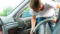 Ilustrasi membersihkan interior mobil (greatfallscarwash.com)