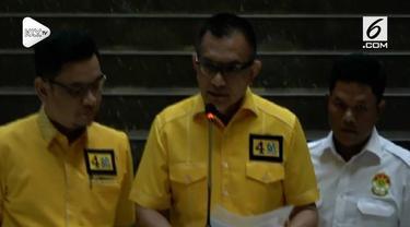 DPP Partai Golkar akhirnya memecat akdernya yang secara terang-terangan mendukung pasangan Prabowo-Sandiaga pada Pilpres 2019.