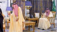 Kerajaan Arab Saudi menepis hoaks meninggalnya Raja Salman dengan merilis sejumlah foto sang raja sedang menjalankan tugas kerajaannya. (Ist)