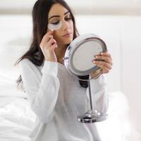Ilustrasi memakai eye patch. (Fimela.com)