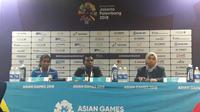 Pelatih Maladewa Athif Mohamed mengomentari kekalahan melawan timnas putri Indonesia di Asian Games 2018. (Liputan6.com/ Luthfie Febrianto)
