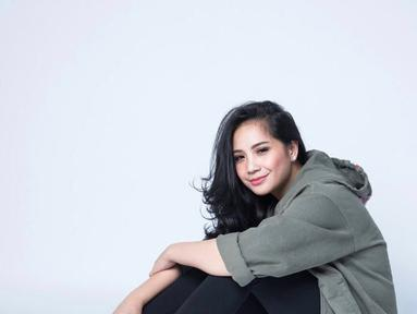 Meskipun badannya tidak langsing, akan tetapi Nagita Slavina tetap terlihat menawan. Senyumnya yang manis membuat ia semakin terlihat manis. (Foto: instagram.com/raffinagita1717)