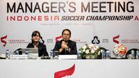 Dirut PT Gelora Trisula Semesta, Joko Driyono, memimpin rapat manajer di Hotel Park Lane, Jakarta, Senin (11/4/2016). Pertemuan ini membahas rencana Indonesia Soccer Championship. (Bola.com/Vitalis Yogi Trisna)