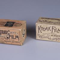 Lengkap sudah koleksi museum George Eastman dengan adanya 2 kotak rol film Kodak dari tahun 1880 yang belum dibuka ini. (Via: mymodernmet.com)