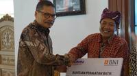 BNI memberikan bantuan CSR berupa Bantuan Alat Batik kepada Kelompok Pengrajin Batik di Kabupaten Banyuwangi.