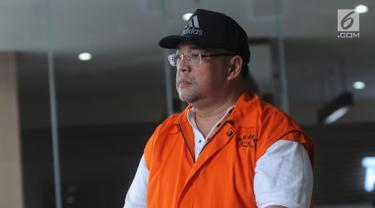 Aspidum Kejati DKI Jakarta, Agus Winoto usai menjalani pemeriksaan di Gedung KPK, Jakarta, Jumat (23/8/2019). Agus diperiksa sebagai tersangka dugaan menerima suap pengurusan untuk mempengaruhi putusan dalam sidang penipuan investasi yang disidangkan Kejati DKI Jakarta. (merdeka.com/Dwi Narwoko)