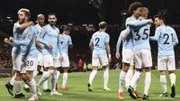 Pemain Manchester City merayakan gol yang dicetak oleh Bernardo Silva ke gawang Manchester United pada laga Premier League di Stadion Old Trafford, Rabu, (24/4). Manchester United takluk 0-2 dari Manchester City. (AP/Jon Super)