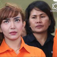 Roro Fitria mengungkapan lima nama artis yang mengomsumsi narkoba kepada penyidik Polda Metro Jaya.