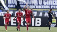 Pemain Persija Jakarta merayakan gol yang dicetak oleh Jaimerson da Silva Xavier ke gawang Persib Bandung pada laga Liga 1 di Stadion GBLA, Jawa Barat, Minggu (23/9/2018). (Bola.com/M Iqbal Ichsan)
