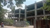 Kondisi terkini pembangunan Rumah Sakit Batua Makassar yang telah merugikan negara Rp22 miliar lebih (Liputan6.com/ Eka Hakim)