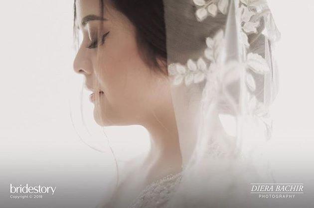 Setiap pengantin memang ingin tampil sempurna dan memukau di hari pernikahan. Hal yang sama juga terlihat dalam penampilan Tasya Kamila saat menikah dengan pujaan hatinya yakni Randi Bachtiar./Copyright instagram.com/dierabachir