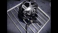 Cara mencuci helm sepeda motor. (instructables.com)