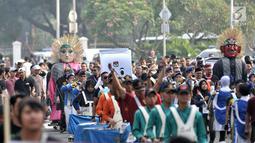 Marching band dan kesenian trdisional ondel-ondel meramaikan pawai Deklarasi Kampanye Damai di Monas, Minggu (23/9). (Merdeka.com/Iqbal Nugroho)