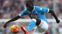 4. Kalidou Koulibaly, diberitakan Telegraph, Chelsea siap menjadikannya bek termahal dunia. Mahar senilai 60 juta pounds telah diajukan The Blues untuk mendatangkannya dari Napoli. (AFP/Marco Bertorello)
