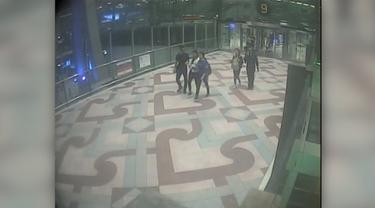 Aksi penculikan di Bandara Suvarnabhumi di Bangkok, Thailand, terekam kamera pengawas. Korban akhirnya kembali ke keluarga setelah 13 hari diculik.