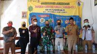 Untuk mendukung realisasi gebyar vaksinasi covid-19 di wilayah Garut selatan, pemerintah kecamatan Peundeuy dan Singajaya di wilayah Garut, Jawa Barat bagian selatan, terpaksa jemput bola hingga perkampungan warga. (Liputan6.com/Jayadi Supriadin)